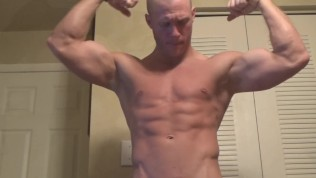 Muscle Jock Worship With Flexing