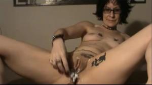 shaving my pussy naked