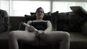 She puts beads in her pussy