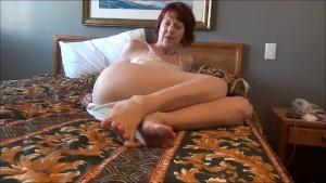 Stepmom Feet and Pussy Shot
