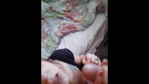 beautiful wife throats hubby for quicky mouthpie