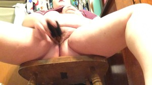 Amateur BBW pounding pussy leading up to big squirt!