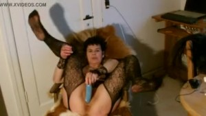 I am horny and fuck my pussy and squirt