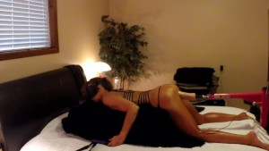 TANNED AMATEUR DOGGY FUCKING THICK VIBRATING DILDO ON FUCK MACHINE
