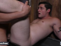 Men.com - St8 Clark takes Damien's big cock in the shower