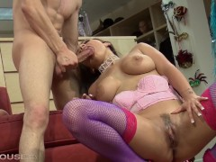 busty wardrobe assistant liza del sierra sucks big cock like a champ