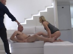 Hidden camera on sex photo session wi...