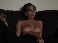 janice griffith eats pizza at home