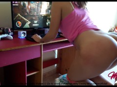 Small Gamer Girl Teaching How Fucks While She Plays Star Wars Battlefront 2