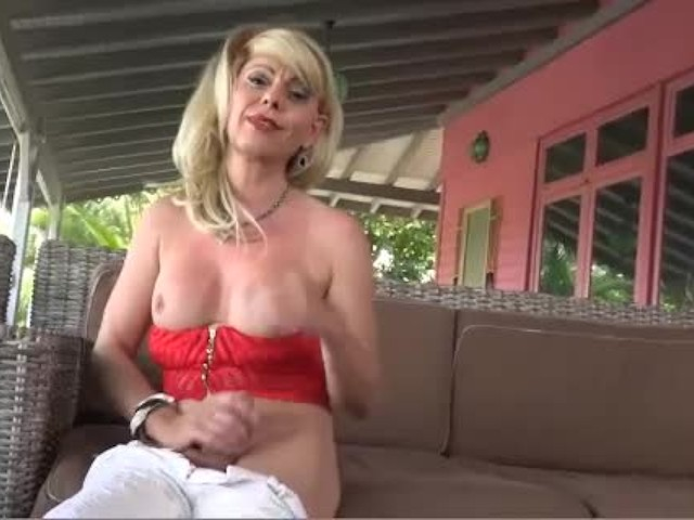 Joanna Jet 165 Cougar in Jeans 11 Sep 2015