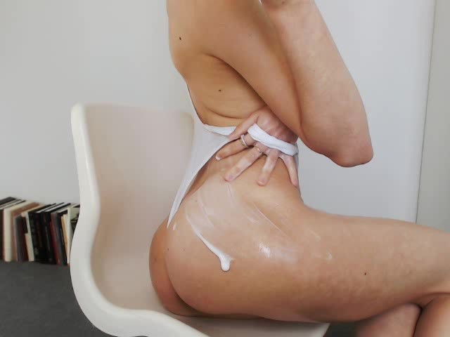 Miss Alice - Wet Messy Lotion and Fingers