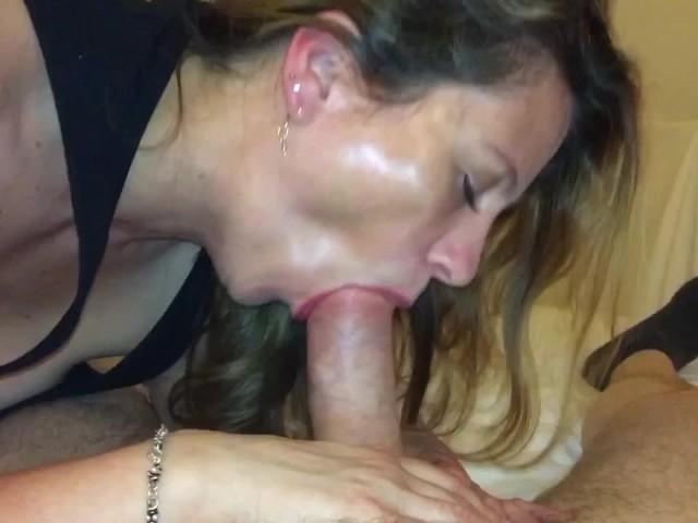 Femme Sexy Cock Sucer jusqu'à ce qu'il explose dans sa bouche-6314