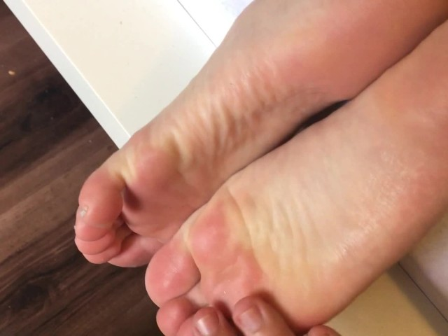 Feet Obsession. She's Got a Big Ass and Just Divine Feet. Amazing Footjob