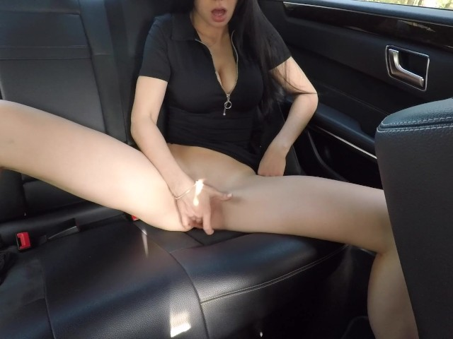 Hot Girl Masturbating On Back Seat Of The Car And Wasnt -7731