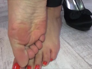 The Girl Gets Her Feet And Her Mouth Fucked!