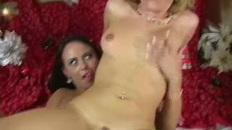 Sexy latina sluts strapon fucking lesbians!