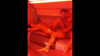 Pussy eating and sexy fuck in tanning bed!