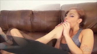 Britney Amber & Sasha foxxx Foot worship brattyfootgirls.com preview