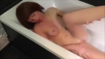 Je me Masturbe dans mon Bain