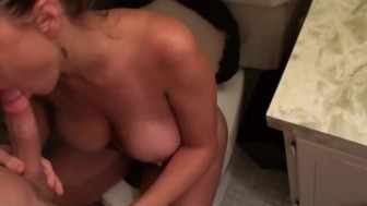 Sometimes You Just Have To Get A Blowjob While Your Girl Is On The Toilet