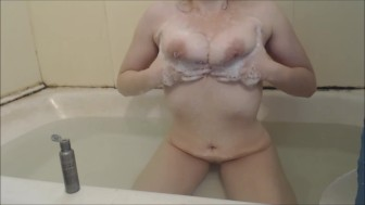 Milfs Huge Natural Soapy Tit Play In The Bath