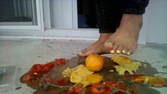 MissFoxFeet Crushing Tomatoes and Oranges with Sexy Feet