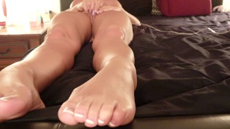 AMATEUR WIFE HAS GUSHING SQUIRTING ORGASMS - THRUSTING DILDO