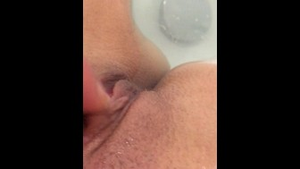 pussy play in the bath fast clit rubbing