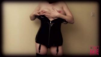 Kmille, le corset Black Level à lacets