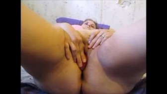 MIlf Push Apple In Pussy & Squirt Out