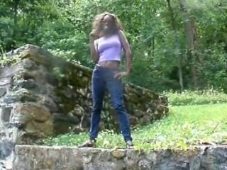 Ebony Hottie Sexy Sapphire Outside Masturbating in Public Park