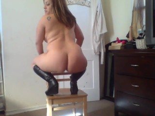 Amina wears her leather boots , dances on a chair & fucks her dildo !