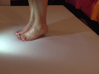 Barefoot cockcrush with cruel hottie feet and cumshot