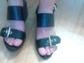 Sandals and barefeet footjob with fantastic cumshot on feet
