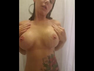 Quick orgasam in the shower to start the day