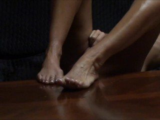 WIFE MASTURBATES LONG AND SLOW HOME ALONE