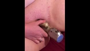 Amateur cumming hard from vibrator