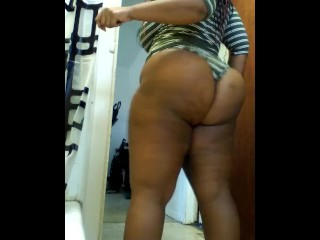 Chocolate Sexy bbw clapping and caressing