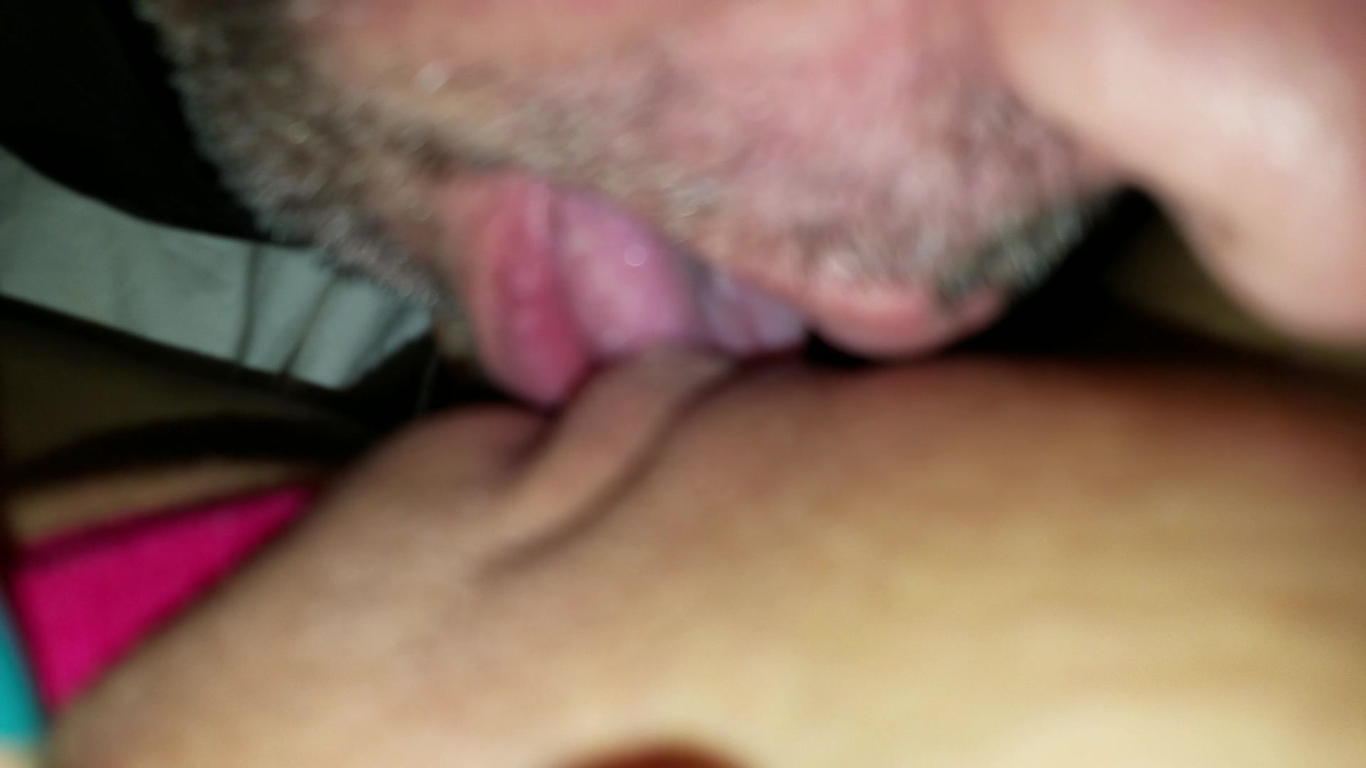 Guy sucking a clit — img 1