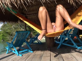 HOT AMATEUR MASTURBATES AND SQUIRTS IN HAMMOCK OUT DOORS