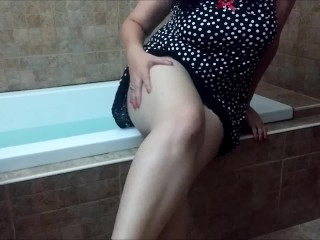 Hot BBW playing with her vibrator it the bathtub