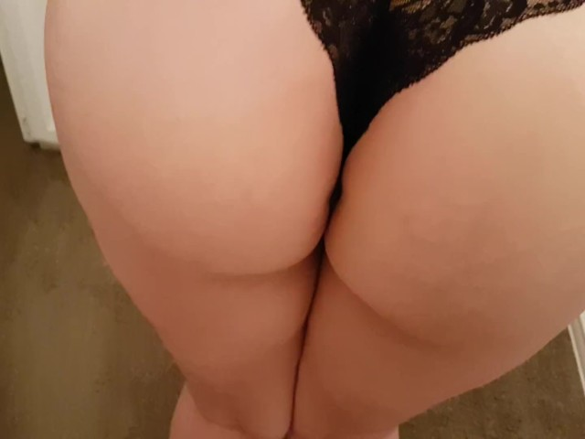 sexy ass black girls booty shaking