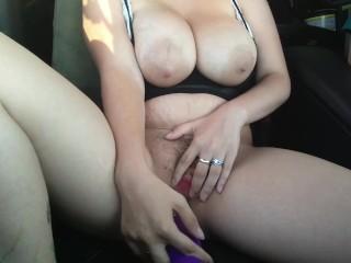 Hubby driving while I masturbate