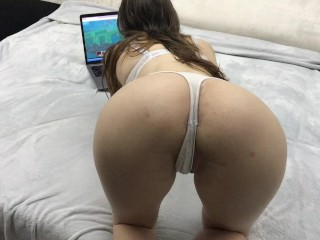 Fucking My 18 Year Old Stepsister While She Playing Minecraft - Cum Inside!