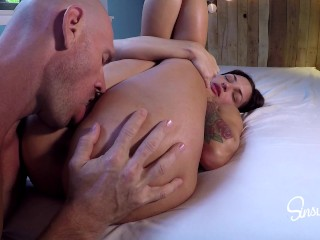 Sexy Girl Gets Pussy and Ass Eaten Before Being Pounded by Huge Cock!