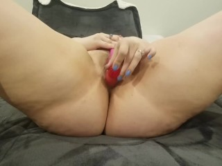 Sexy Thick Blonde Plays With Hairy Pussy Until She Cums