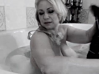 big boobs floating in a bath tub-starring bbw Samantha38g