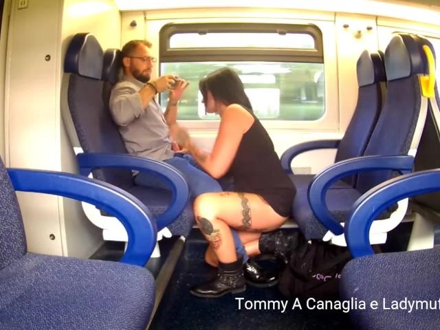 Γκέι σεξ στο τρένο