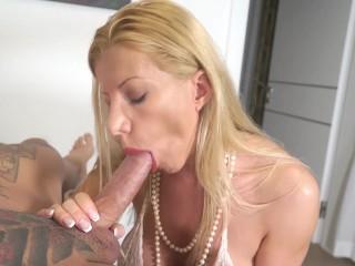 Lara De Santis - bolwjob and drink sperm from a glass -