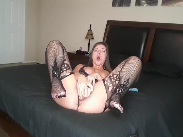 She Orgasms While Sucking